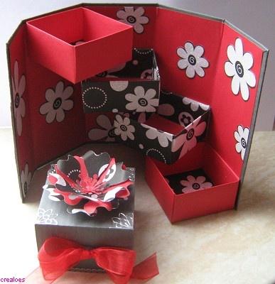 Voorbeeldkaart - Zwart/rood doosje open - Categorie: Kado verpakking - Hobbyjournaal uw hobby website
