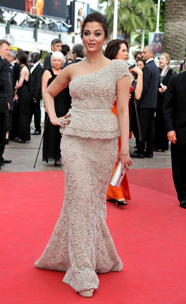 "Aishwarya Rai Photos Photos - Bollywood actress Aishwarya Rai Bachchan arrives at the 'Sleeping Beauty' premiere during the 64th Annual Cannes Film Festival at the Palais des Festivals on May 12, 2011 in Cannes, France. - ""Sleeping Beauty"" Premiere - 64th Annual Cannes Film Festival"