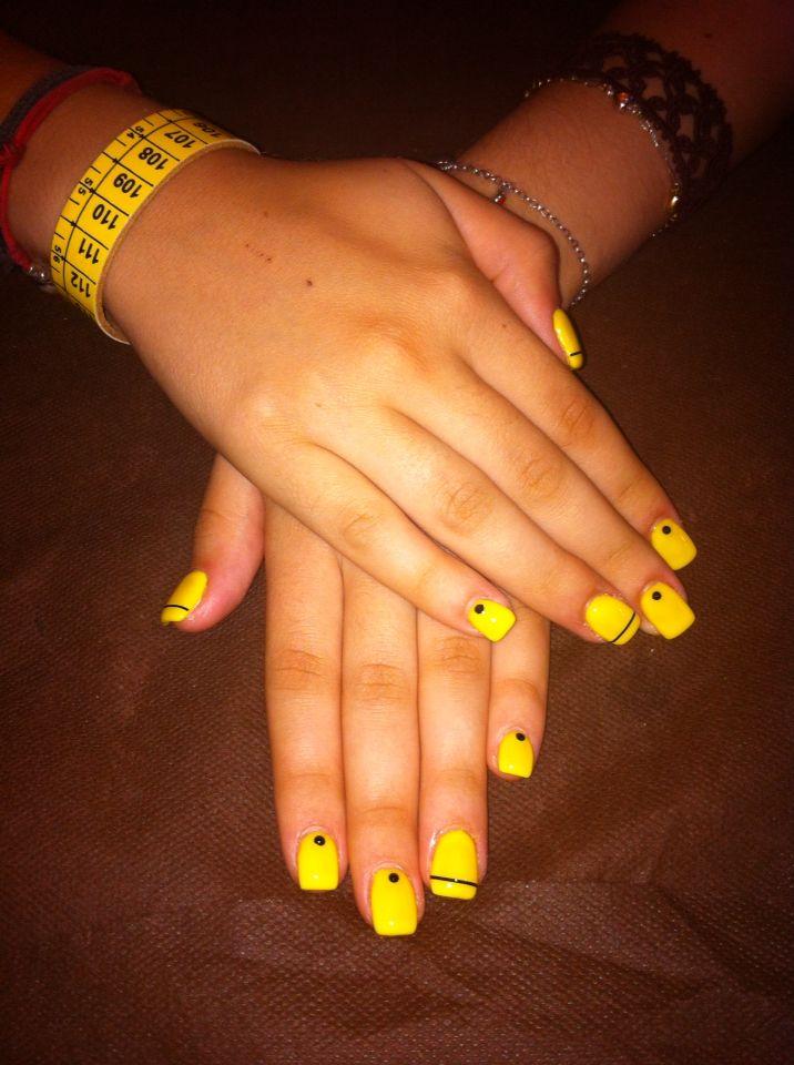 Ricostruzione unghie gialle