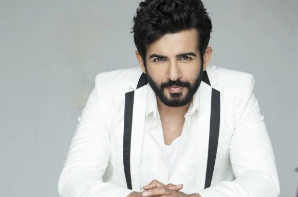 Jay Bhanushali to be the NEW Host of 'The Drama Company' - Click link for more details: http://www.desiserials.org/jay-bhanushali-new-host-drama-company/223586/