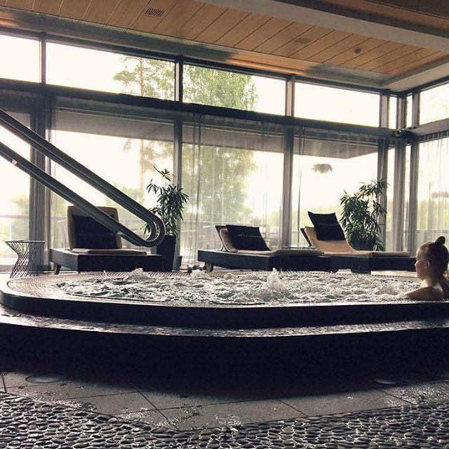 Poreisiin arkea pakoon 🥂🌸 #långhotsummer #langvikhotel #lomakeskelläviikkoa #visitfinland #suomi100 http://www.langvik.fi/