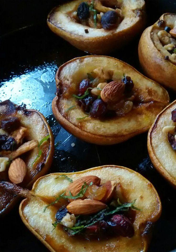 Pera assada com amêndoa e frutas secas