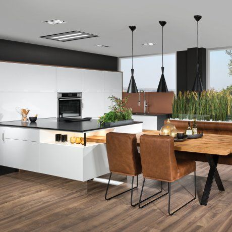 grifflose weiße Küche mit Sitzgruppe P.MAX Massmöbel