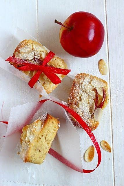Tortini morbidi di mele e mandorle | MIEL & RICOTTA