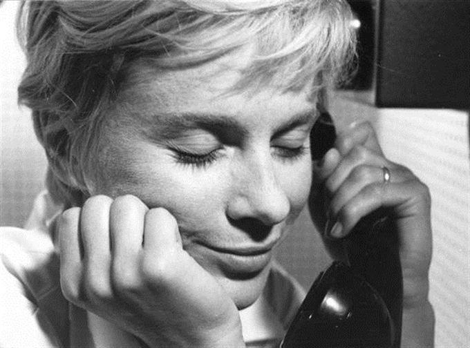 """Bibi Andersson (1935-). En av Sveriges mest internationellt kända skådespelerskor. Debuterade som 15-åring i en reklamfilm av Bergman, 15 år senare gjorde hon en stor roll i """"Persona""""."""