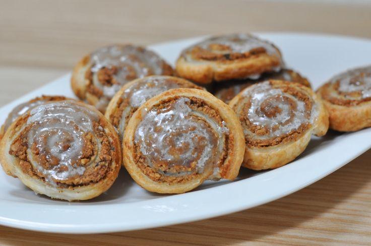 Schnelle Nussschnecken mit Blätterteig zubereiten und schon ist das Dessert zum Kaffee für spontane Gäste gesichert. Das Rezept dazu findest du hier.