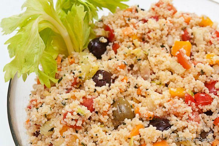 Il Tabouleh è un'insalata araba. L'ingrediente principale del Tabouleh è il bulgur condito con cetrioli, pomodori, un trito di menta, prezzemolo e cipollotti, olio di oliva e limone. Io vi propongo una mia rivisitazione della ricetta tradizionale del Tabouleh.
