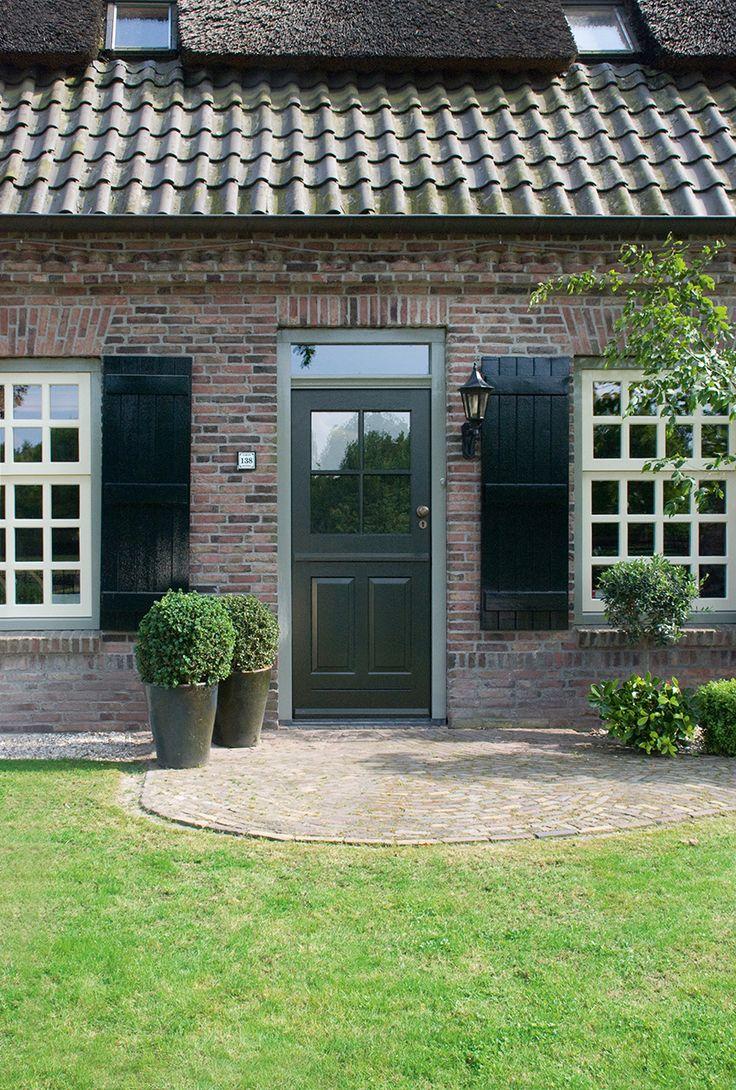 25 beste idee n over boerderij voordeuren op pinterest houten voordeuren en terrasdeuren - Groen huis model ...