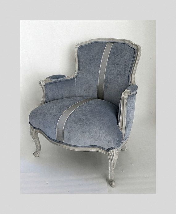 1000 images about wingback chairs with modern fabrics on for Vintage parisian lounge