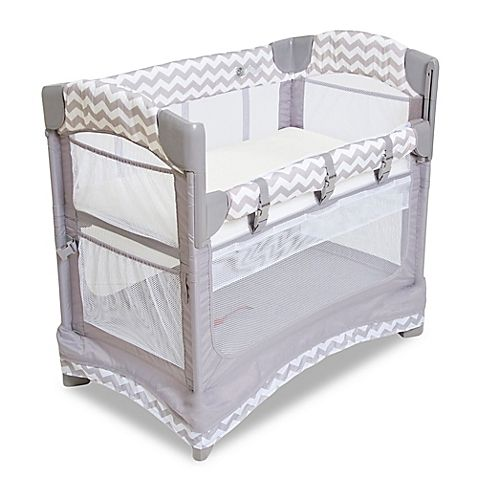 Arm's Reach Mini Ezee 2-in-1 Co-Sleeper functions as a bedside sleeper or freestanding bassinet. It offers a safe way to bond with your infant as soon as he or she comes home for the first time. Portable, it has 4 mesh sides for increased ventilation.<BR>