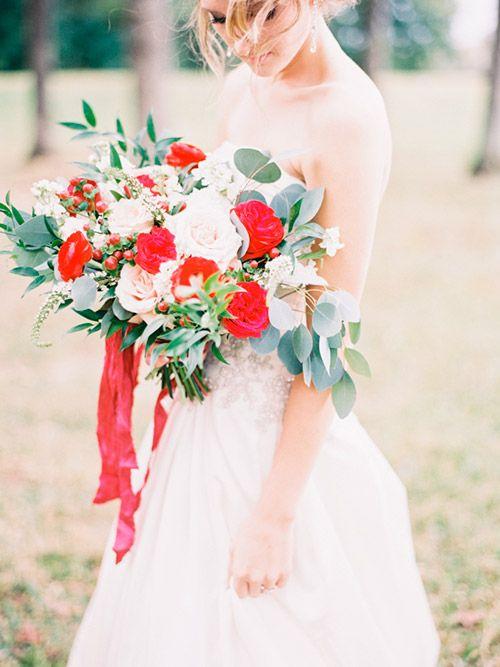 Ramo de Novia natural con flores rojas