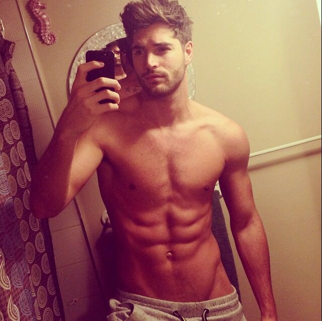 sexy-men-selfies