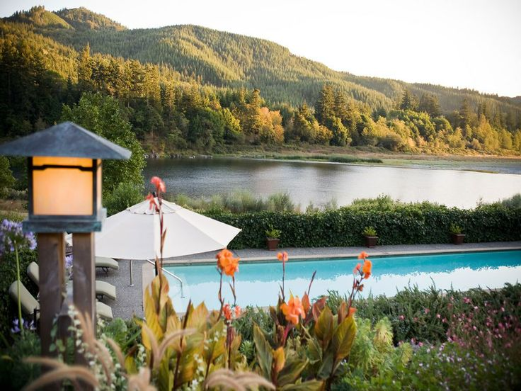 Tu Tu' Tun Lodge, Gold Beach, OR - so amazing. would love to go back!! Romantic anniversary destination- amazing food!