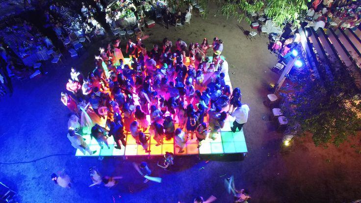 Pista Iluminada LED, 12 canales DMX. Fabricada en aluminio, terminada en cristal templado, 12 canales dmx #led dance floor #pista de baile #pista iluminada led #pista led #iluminacion led #led dance floor #led furniture #led template  https://www.leddancefloorhire.co.za
