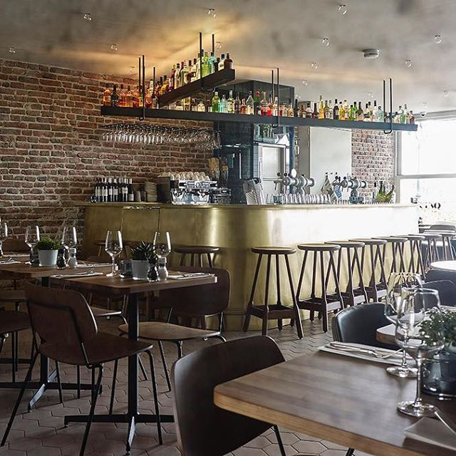 This inspiring urban restobar is another one of our favorite projects, starring our Albert Bar Stools. @cinqmaastricht you all did an incredible job here!