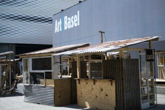 """Offizielles Favela: Die Installation """"Favela Cafe"""" des japanischen Künstlers Tadashi #Kawamata (Foto: dpa)"""