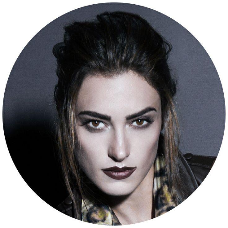 Para a campanha Outono/Inverno 2014 Smartbag, apostamos numa beleza marcante e ousada. Lábios escuros e olhos esfumados, pode apostar!