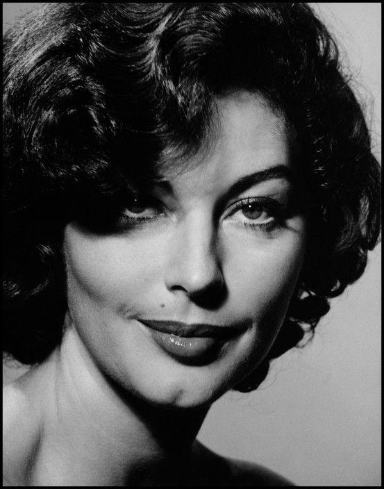 1954. American actress Ava GARDNER.