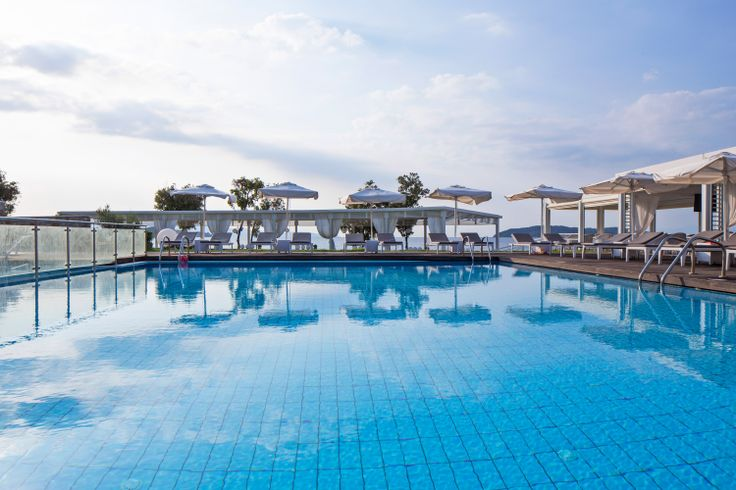 Kassandra Bay Resort offers two formidable salt-water #swimming #pools and another one, especially designed for children. Who can resist a dive?