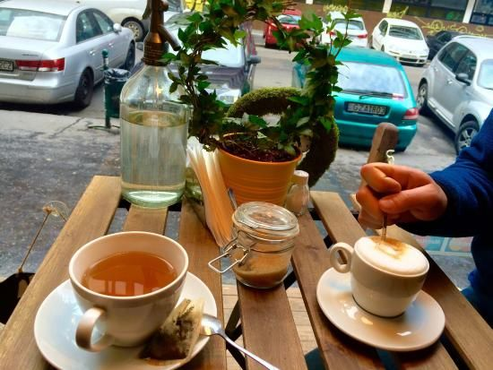 https://media-cdn.tripadvisor.com/media/photo-s/07/21/98/e9/cappuccino-and-lemon.jpg