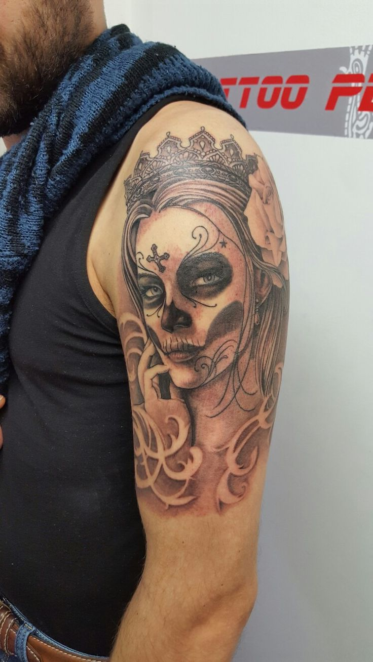 Santa Muerte! Allegria!! #alexnardini #alextattoo #tattooplanet #tattoo #blackandgrey #tattooart #santamuertetattoo #blackngraytattoo #tatuaggiosantamuerte grigi forniti da Lauro Paolini tattoo Supply fornitore ufficiale del Tattoo Planet