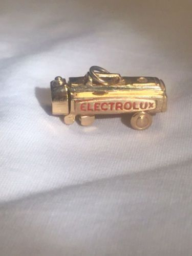Vintage-14k-Solid-Yellow-Gold-Electrolux-vacuum-Charm-pendant..