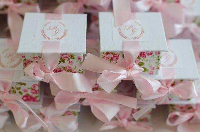 Decoração-de-Noivado-branco-e-rosa-bolo-blog-de-noivas006.jpg (640×424)