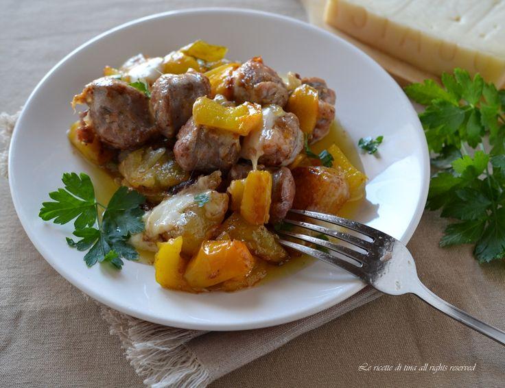 Salsiccia peperoni e formaggio in padella con patate,un secondo piatto buonissimo e semplicissimo!