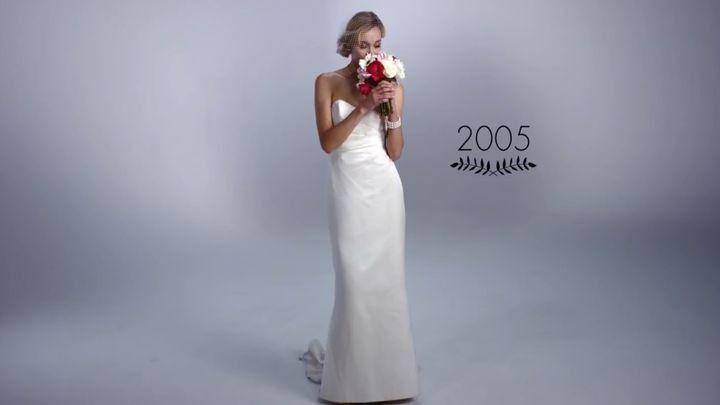 Свадьба и ее проведение – вопрос, актуальный для многих людей. Выбор свадебного платья – не менее важный аспект в преддверии свадьбы, ведь на его выбор порой уходит не один месяц. Давайте вместе посмотрим, как менялся...