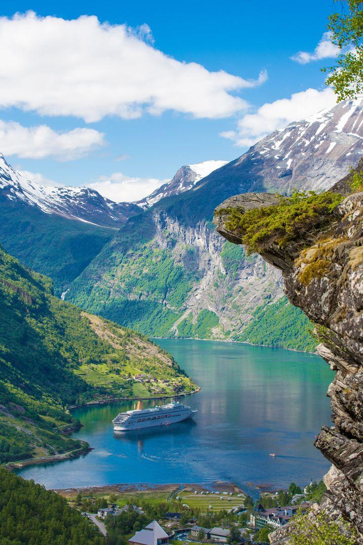 Los fiordos noruegos ofrecen unos paisajes espectaculares que te enamorarán.