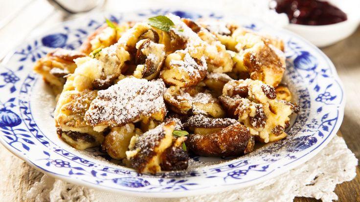 Rakousko dodnes vesvénárodní kuchyni těží zestaleté císařské historie. Mezi největší kulinární klasiky téhle alpské země patří kaiserschmarrn, tedy císařský trhanec, oblíbené jídlo císaře Franze Josefa. Připravte sihosnámi ivy.
