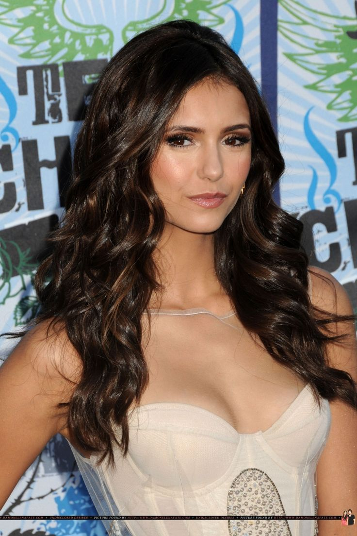 Nina Dobrev has the prettiest, shiniest hair. And the nicest curls. <3