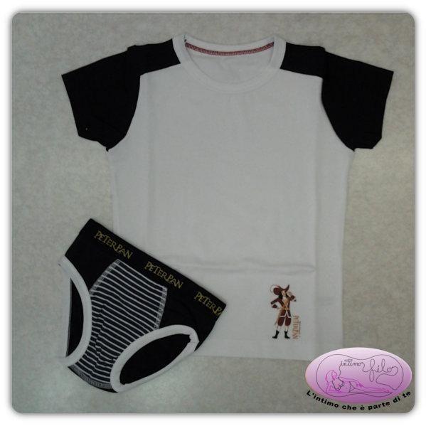 Coordinato in cotone elasticizzato composto da maglia girocollo e manica corta con slip con stampa di Capitan Uncino.
