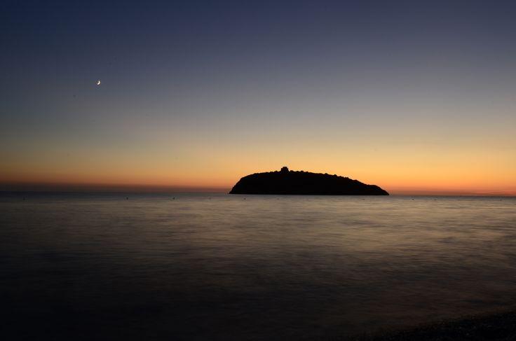 L'isola di Cirella in Calabria avvolta da una serata cristallina