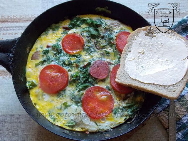 Gotowanie jest łatwe: Omlet z rukolą i ziołami