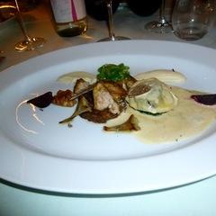 Krokant gebakken kalfszwezerik met sjalot, soja en artisjok - http://www.eet.nu/recensies/378965 en http://restaurantrecensiesvancarla.wordpress.com