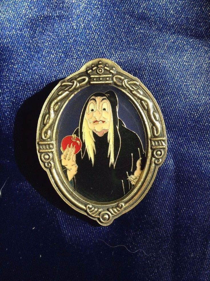 Oval Frame Mirror Cloaked WICKED WITCH Old Hag Snow White HTF Disney Pin #71