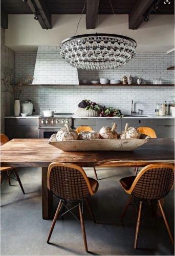 Eksklusiv taklampe fra lampeleverandøre Ochre. Lampen kommer i flere størrelser og i to utførelser; nikkel/glass og bronse/glass. Ta kontakteller kom innom vår butikk på Skøyen i Oslo for mer informasjon og priser.