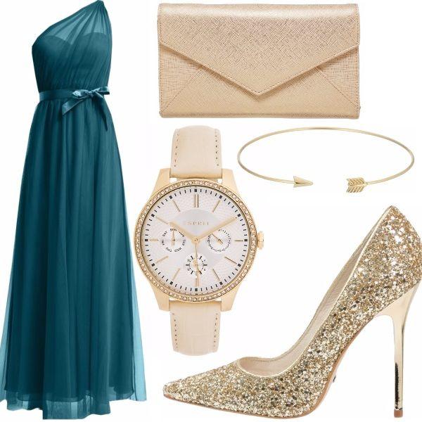 Ecco a voi un outfit elegante con un vestito lungo di un colore particolare abbinato con il bianco e l'oro. Perfetto per qualsiasi forma fisica e corporatura.
