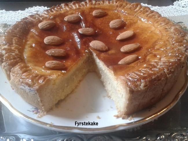 http://sweetsrecipesfromtheworld.blogspot.it/2013/11/fyrstkake-norwegian-princes-cake.html