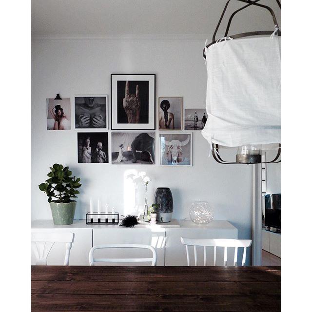 Fin tavelvägg hemma hos Lina Berg, tavlor från Love Warriors/R.O.O.M.