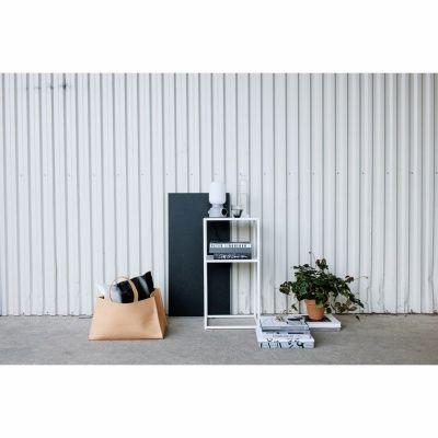 Domo nattbord fra Domo Design. Produktene fra Domo Design er produsert i rent stål. Fra det harde og...