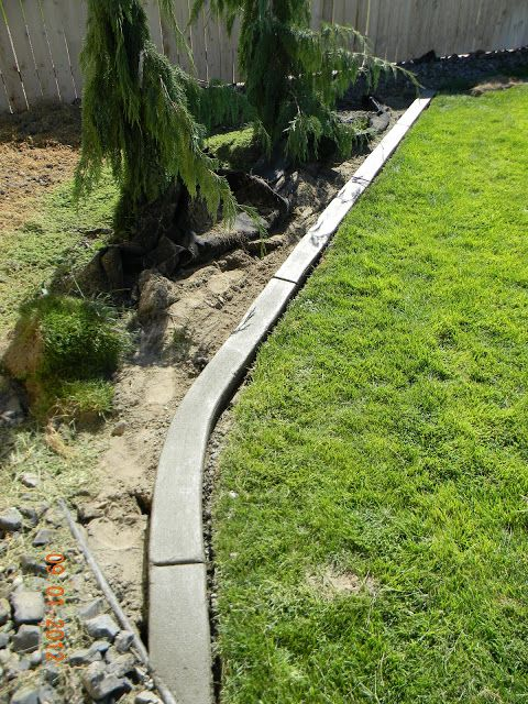 DIY Landscaping Curb Don't try to fit edging to your garden, pour your own.  #JJCH #gardenedge