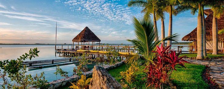 Hoteles en Bacalar para vacaciones inolvidables. Te recomendamos estos hoteles en Bacalar para disfruta de unas vacaciones inolvidables muy cerca de la Laguna de los Siete Colores.