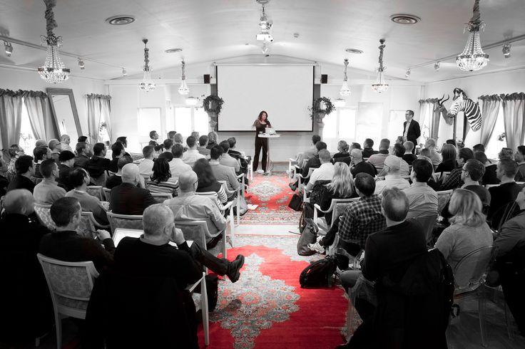 På Bomans tar vi lekfullheten in i konferensrummen.Gör som Porsche, Audi, Volkswagen, Meter Film, Johnson & Johnson och många andra företag, kom till charmigaTrosa hamn och njut av en konferens på Bomans Hotell.