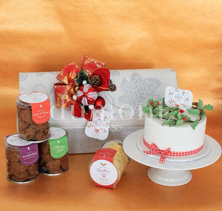 Holy wreath cake and 4 jars of our signature home made cookies in a set