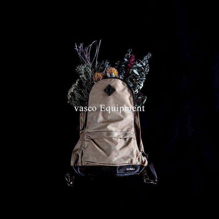 Vasco Equipment [ http://www.aud-inc.com/product-group/111 ]  タフに使えるアウトドアスタイル  2015年盛夏よりスタートした、アウトドアアイテムを中心としたコレクションのヴァスコ・イクイップメント。70~80年代のアウトドアデザインをヴァスコの解釈で再設計した、活動的なトラベルグッズを展開しています。  風合いの良いコットンやナイロンの5倍の強度を誇るデュポン社製コーデュラナイロンと、フルベジタブルタンニンレザーを合わせた堅牢な素材を使用し、ファクトリーブランドの強みであるハンドメイドの技を集約。  #バッグ #高円寺 #ナイロン #デイパック #ボストン #レザー #国産 #ハンドメイド #バックパック #カジュアル #メンズ #mens #レディース #ladys #ユニセックス #unisex #東京 #オーディエンス #style #fashion #NowAvailable