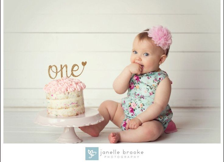 One Cake Topper - First Birthday Girl Cake Topper - Heart - Anniversary Cake Topper - Glitter - Gold - First Birthday - Birthday Decorations by HBSouthernInspired on Etsy https://www.etsy.com/nz/listing/291874481/one-cake-topper-first-birthday-girl-cake