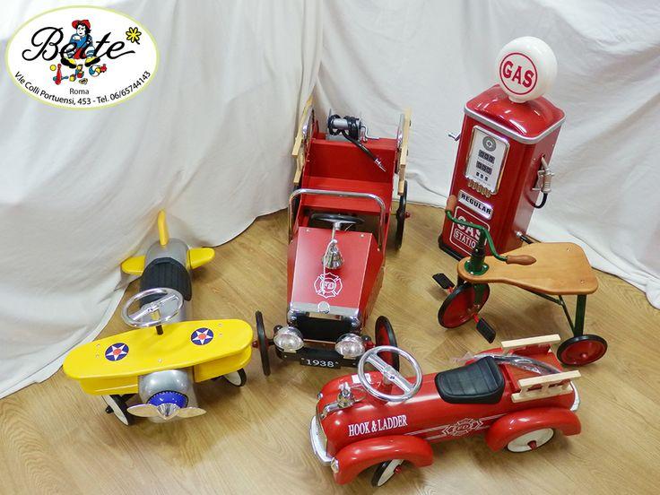 In questo album troverete alcune delle nostre più belle macchinine a pedali e non. Un salto nel passato a quando i giocattoli erano straordinariamente belli ed educativi.