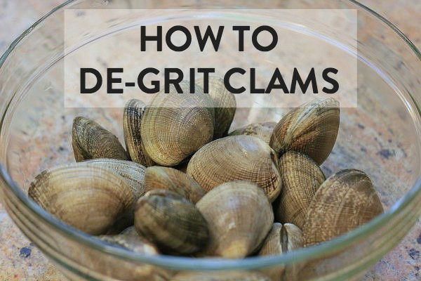 Easy step-by-step instructions on how to clean clams with simple salt water; this is the most common method used in Japan.